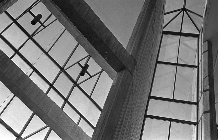 bigglassbuilding